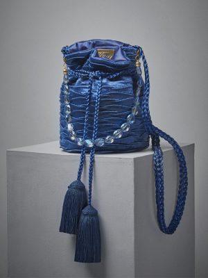 mochila azul turqui en velvet pequeña cadena maytimeless en atizz